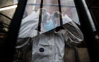 Χθες έφθασε στην Ελλάδα η πρώτη μεγάλη παρτίδα με 83.850 δόσεις του εμβολίου της Pfizer/BioNTech. Φωτ. EPA/ANGELO CARCONI