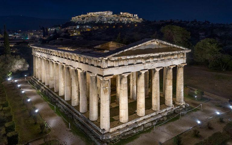 Φωταγωγήθηκαν ο ναός του Ηφαίστου και το μνημείο του Φιλοπάππου