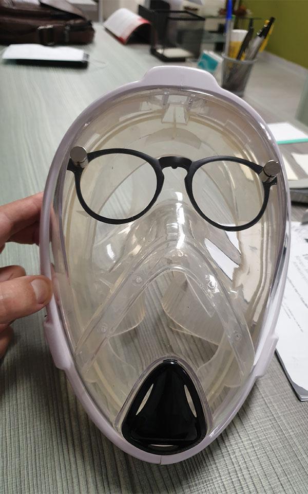 apth-mikrovioktonos-maska-metatrepei-ton-koronoio-apo-thireyti-se-thirama0