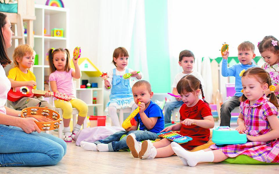 «Για να έχουμε τα επιθυμητά αποτελέσματα, είναι θεμελιώδες η τάξη να αποτελείται από οκτώ έως δέκα παιδιά με έναν σταθερό παιδαγωγό, ώστε να αναπτυχθεί μια στενή, διαπροσωπική σχέση», λέει ο κ. Μεγήρ. Φωτ. SHUTTERSTOCK