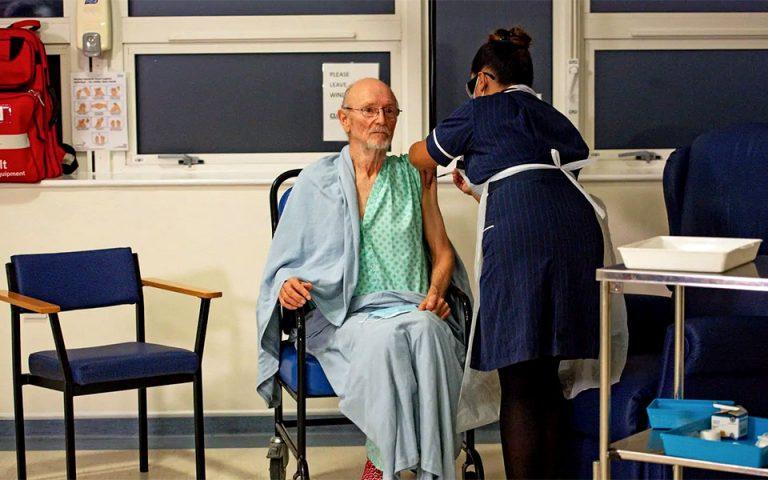 Στην Αγγλία εμβολιάστηκε κατά της COVID-19 ο Ουίλιαμ Σαίξπηρ