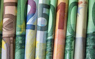 Ενώ ο εργοδότης θα υπολογίσει το δώρο με βάση τον μισθό της σύμβασης κάθε μισθωτού, το Δημόσιο θα καταβάλει το ποσό υπολογισμένο με βάση τα 534 ευρώ της ειδικής αποζημίωσης. Μόνο για τον Νοέμβριο θα υπολογιστεί με βάση τα 800 ευρώ. Φωτ.shutterstock