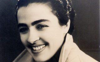 Η Σωτηρία Μπέλλου, νεαρή, γοητευτική γυναίκα, σε φωτογραφία του 1948.