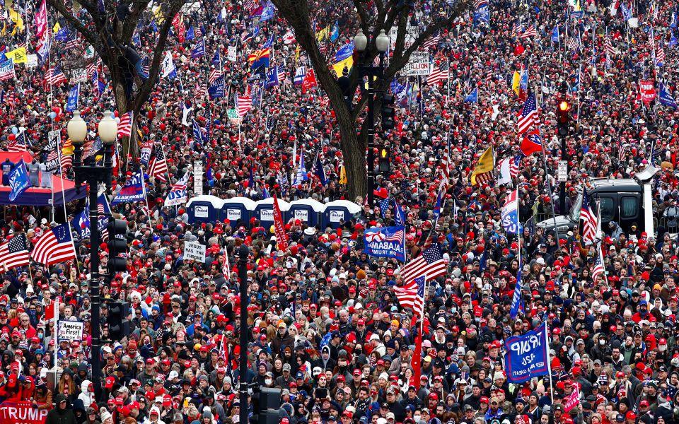 Πλήθη υποστηρικτών του Τραμπ κατευθύνονται στην Ουάσιγκτον