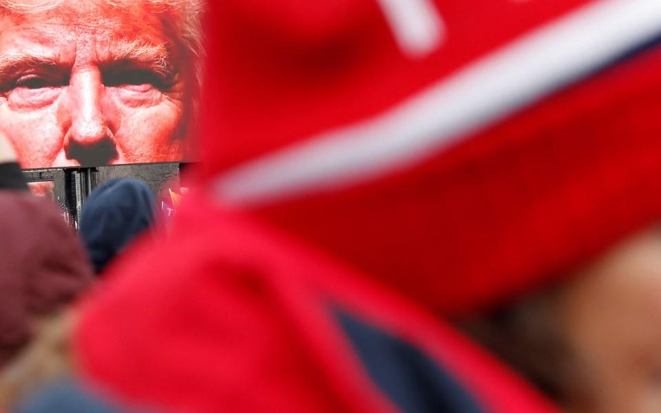 ΗΠΑ: Ρεπουμπλικάνος γερουσιαστής ζητεί την παραίτηση του Τραμπ