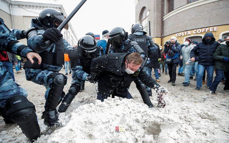 Πάνω από 3.000 συλλήψεις στις διαδηλώσεις για τον Αλεξέι Ναβάλνι