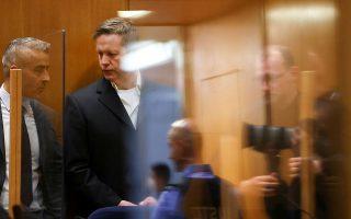 O 47χρονος Στέφαν Ερνστ ακούει την καταδικαστική απόφαση (φωτ. A.P.).