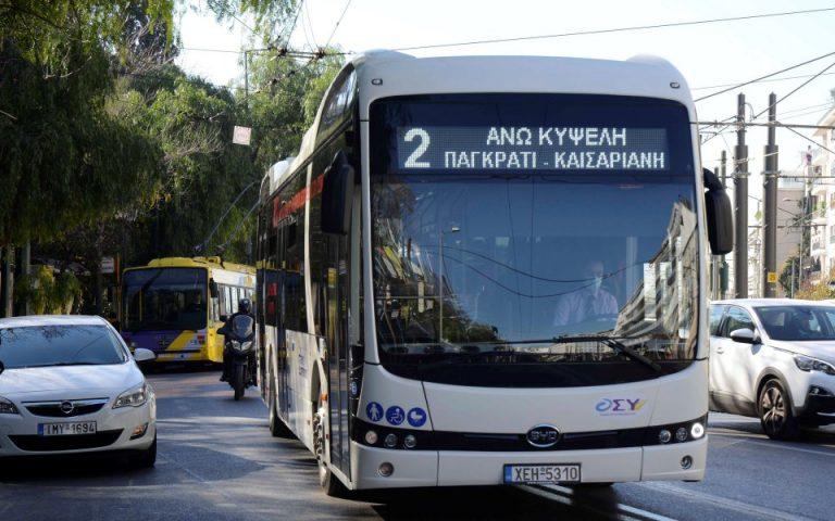 Σε δοκιμαστική διαδρομή ηλεκτροκίνητου λεωφορείου ο Κ. Καραμανλής