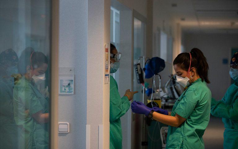 Αντιστάσεις δείχνει ο κορωνοϊός: 721 νέα κρούσματα, 49 θάνατοι