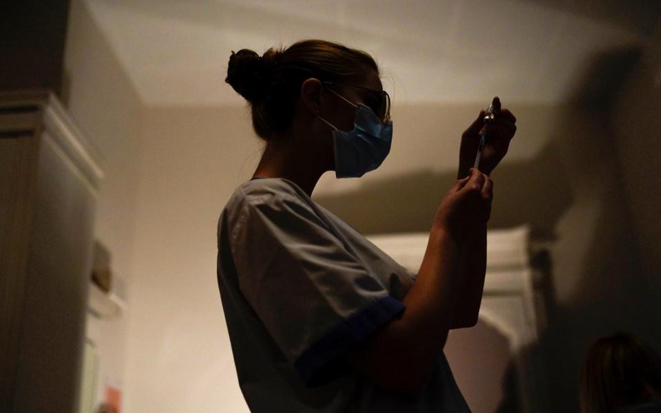 Με το σταγονόμετρο η τιθάσευση του ιού: 599 νέα κρούσματα