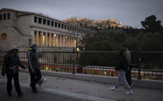 Ο Κυρ. Μητσοτάκης έκρουσε ακόμη μια φορά τον κώδωνα του κινδύνου για την ανάγκη τήρησης των μέτρων (φωτ. AP Photo/Petros Giannakouris).