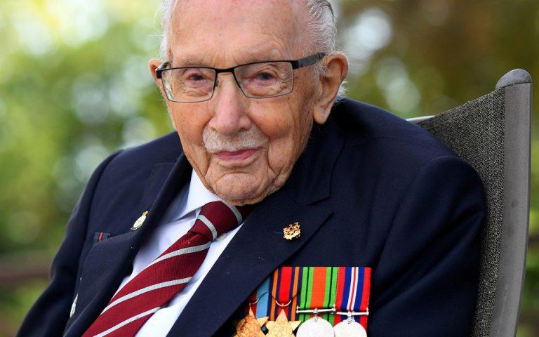 """Ο 100χρονος """"Κάπτεν Τομ"""" εισήχθη στο νοσοκομείο με Covid-19"""