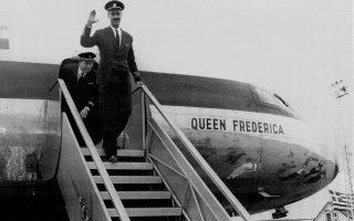 24.4.1957. Η άφιξη του πρώτου Comet 4Β στην Αθήνα. Πίσω από τον κυβερνήτη Παύλο Ιωαννίδη ο συγκυβερνήτης Κώστας Ασημακόπουλος. Η Ολυμπιακή Αεροπορία του Αριστοτέλη Ωνάση άνοιξε τα φτερά της στις 6 Απριλίου 1957 και έκλεισε τον κύκλο της στις 4 Αυγούστου 1975. (Φωτ. ΑΡΧΕΙΟ Π. ΙΩΑΝΝΙΔΗ)