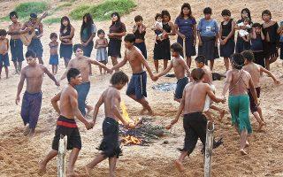 «Τον χρόνο πρέπει να τον σέβεσαι, γιατί δεν μπορείς να τον νικήσεις» λένε οι Γκουαρανί, οι αυτόχθονες της Παραγουάης. Αλλά μπορείς να τον αφηγηθείς.