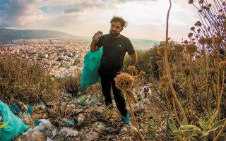 Ο ιθύνων νους της πρωτοβουλίας, Βασίλης Σφακιανόπουλος, στα Τουρκοβούνια. Το βάρος του προβλήματος εμφανές. (Φωτ. ΜΙΚΕ ΤΣΟΛΗΣ)