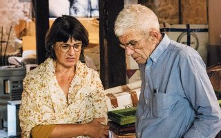 Η συγγραφέας Μαρία Μαυρικάκη με τον Γιάννη Μπουτάρη. (Φωτ. ΒΑΓΓΕΛΗΣ ΤΣΙΑΜΗΣ)