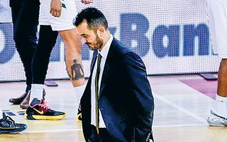 Ο Γιώργος Βόβορας αποχαιρέτησε χθες τους παίκτες του Παναθηναϊκού, «πληρώνοντας» το συνεχές κακό πρόσωπο της ομάδας το τελευταίο διάστημα. (Φωτ. INTIMENEWS)