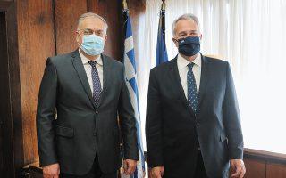 Οι κ. Τάκης Θεοδωρικάκος και Μάκης Βορίδης κατά την τελετή παράδοσης - παραλαβής στο υπουργείο Εσωτερικών. (Φωτ. ΑΠΕ-ΜΠΕ/ΠΑΝΤΕΛΗΣ ΣΑΪΤΑΣ)