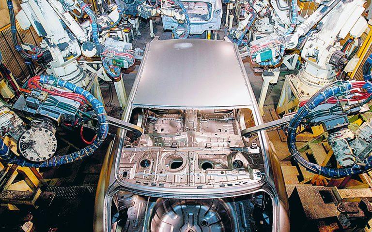 Hδη η Hyundai συνεργάζεται με την Apple επί του CarPlay, του λογισμικού της δεύτερης, με το οποίο οι συσκευές iPhone συνδέονται με μια γκάμα οχημάτων. (Φωτ. REUTERS)