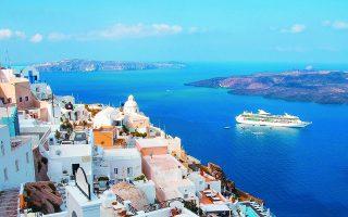 Σύμφωνα με τα στοιχεία της ΤτΕ, το δεκάμηνο Ιανουαρίου - Οκτωβρίου 2020 τα ταξιδιωτικά έσοδα διαμορφώθηκαν στα 4,035 δισ. ευρώ έναντι 17,56 δισ. το αντίστοιχο δεκάμηνο του 2019. Οι πιο αισιόδοξες προβλέψεις της αγοράς μιλούσαν για έσοδα 3,5 δισ. για ολόκληρο το 2020.