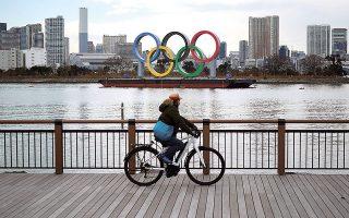 Σάλο προκάλεσε η δήλωση του υψηλόβαθμου στελέχους της ΔΟΕ Ντικ Πάουντ ότι οι αθλητές των Ολυμπιακών θα πρέπει να έχουν προτεραιότητα στον εμβολιασμό (φωτ. AP).