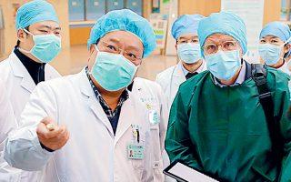 Επιστήμονες από την Κίνα και τον ΠΟΥ σε νοσοκομείο της Γουχάν (φωτ. αρχείου, REUTERS).