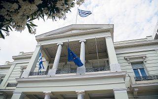 Η αρχική συνεννόηση μεταξύ των υπουργείων Εξωτερικών Ελλάδας και Τουρκίας προβλέπει πως οι αποστολές των δύο χωρών θα συνομιλήσουν αρχικά για να συμφωνήσουν πού είχαν σταματήσει οι διερευνητικές το 2016 (φωτ. INTIME NEWS).