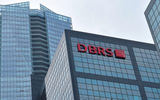 Με δεδομένο ότι το διεθνές περιβάλλον παραμένει δύσκολο και οι αποδόσεις σε ιδιαίτερα χαμηλά ή και αρνητικά επίπεδα, είναι θεμελιώδους σημασίας για τις ευρωπαϊκές τράπεζες να μειώσουν περαιτέρω το λειτουργικό τους κόστος, σημειώνει ο οίκος DBRS.