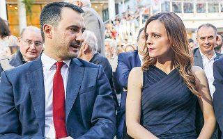 Ο Αλέξης Χαρίτσης και η Εφη Αχτσιόγλου ανήκουν στα στελέχη που βρίσκονται κοντά στον πρόεδρο του κόμματος Αλέξη Τσίπρα. (Φωτ. INTIME NEWS)