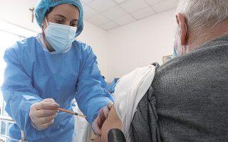 Στη Νορβηγία προτεραιότητα στην εμβολιαστική εκστρατεία δόθηκε, όπως και σχεδόν σε ολόκληρο τον κόσμο, σε όσους κινδυνεύουν περισσότερο από την COVID-19, δηλαδή στους ηλικιωμένους (φωτ. A.P.).