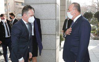 Ο υπουργός Εξωτερικών της Τουρκίας Μεβλούτ Τσαβούσογλου υποδέχθηκε χθες τον Γερμανό ομόλογό του Χάικο Μάας στην Αγκυρα (φωτ. Turkish Foreign Ministry via A.P., Pool).