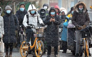 H απειλή της COVID-19 επέστρεψε στην Κίνα. Η χθεσινή ήταν η έβδομη, κατά σειράν, ημέρα καταγραφής περισσότερων από 100 κρουσμάτων εντός 24 ωρών (φωτ. A.P. / Mark Schiefelbein).