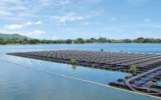 Αίτηση κατέθεσε στη ΡΑΕ για εγκατάσταση πλωτού φωτοβολταϊκού, ισχύος 500 MW, επίσης στη λίμνη Πολυφύτου, ο όμιλος Interphoton Investment, εγκατάσταση που καλύπτει μεγάλο μέρος της λίμνης, ενώ η δυναμικότητά του είναι πολλαπλάσια αντίστοιχων έργων στην Ευρώπη αλλά και διεθνώς.