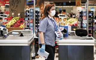 Οι επιχειρήσεις σούπερ μάρκετ ζητούν την επαναφορά των προηγούμενων ρυθμίσεων στον υπολογισμό του αριθμού των πελατών ανά κατάστημα.