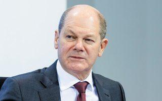 Σε ανακοίνωσή του ο υπ. Οικονομικών Ολαφ Σολτς υπεραμύνθηκε του προγράμματος βοήθειας, επισημαίνοντας ότι «η Γερμανία είναι συγκριτικά σε καλή κατάσταση διότι αντέδρασε άμεσα ενισχύοντας τον προϋπολογισμό της».