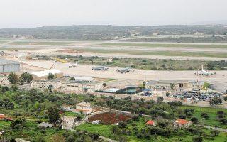 Στο πλαίσιο της συνεργασίας Ελλάδας - ΗΠΑ, πέρα από τη βάση της Σούδας, θα αξιοποιηθούν η αεροπορική βάση της Λάρισας για τη στάθμευση ιπτάμενων τάνκερ KC-135, το Στεφανοβίκειο, αλλά και εγκαταστάσεις σε νησιωτικές περιοχές (φωτ. ΑΠΕ ΜΠΕ /  ΣΤΕΦΑΝΟΣ ΡΑΠΑΝΗΣ).