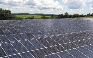 Δεν είναι λίγες οι αιτήσεις για φωτοβολταϊκά έργα ισχύος 200 MW (δηλαδή, επένδυση κοντά στα 150 εκατ. ευρώ) από εταιρείες με κεφάλαια των 100 ευρώ.