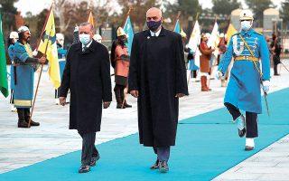Ο Ρετζέπ Ταγίπ Ερντογάν και ο Εντι Ράμα κατά την πρόσφατη επίσκεψη του Αλβανού πρωθυπουργού στην Αγκυρα (φωτ. Turkish Presidency via A.P., Pool).