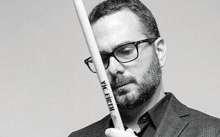 Ο Αλέξανδρος Δράκος Κτιστάκης, που έχει και καινούργιο δίσκο στα σκαριά, παντρεύει με επιτυχία τη δυτική τζαζ με ακούσματα της Ανατολικής Μεσογείου.