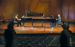 Εργα Μπραμς, Γκέρσουιν και Ραχμάνινοφ για δύο πιάνα ερμήνευσαν Μουζά και Βαρβαρέσος με τέχνη και κέφι. (Φωτ. Χαρης Ακριβιαδης)