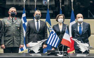 Μετά την υπογραφή της συμφωνίας Ελλάδας - Γαλλίας, παρουσία του συνόλου της στρατιωτικής ηγεσίας των Ε.Δ.,  ο κ. Παναγιωτόπουλος επισήμανε ότι «η επιλογή της αγοράς των γαλλικών μαχητικών Ραφάλ υπογραμμίζει την αμέριστη στήριξη της Γαλλίας στη χώρα μας, απέναντι σε προκλήσεις και απειλές» (φωτ. INTIME NEWS).