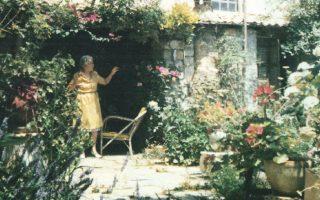 Το υπέροχο σπίτι ατελιέ της Ηρας Τριανταφυλλίδη με τον κήπο.