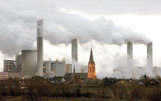 Η διασφάλιση της ανταγωνιστικότητας των επιχειρήσεων που θα αναλάβουν το επιπλέον κόστος και την εξασφάλιση ίσων όρων ανταγωνισμού μέσω ενός συστήματος αποτελεσματικής τιμολόγησης άνθρακα είναι επιτακτική ανάγκη, επισημαίνει ο ΣΕΒ (φωτ. Reuters).