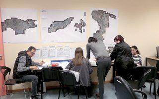 Ο Σύνδεσμος Εταιρειών Γεωπληροφορικής και Κτηματολογίου υποστηρίζει ότι η τελευταία γενιά κτηματογράφησης έχει αποτύχει με ευθύνη της «Ελληνικό Κτηματολόγιο», καθώς τρία χρόνια μετά την έναρξή της βρίσκεται ακόμα στο 65% (φωτ. ΑΠΕ-ΜΠΕ).