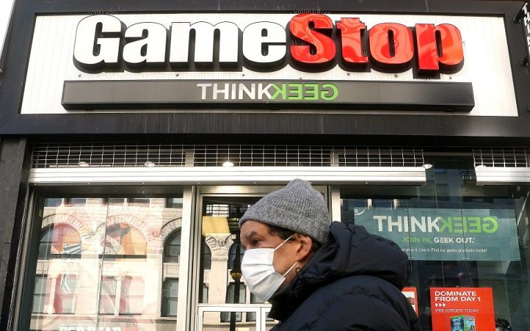 GameStop: Πώς οι «καρχαρίες» έχασαν 20 δισ. από τη «μαρίδα»