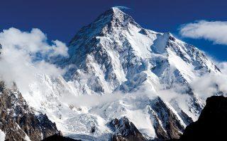 H κορυφή του Κ2 (8.611 μ.) όπως τη βλέπει κανείς από την κατασκήνωση βάσης, στον παγετώνα Baltoro Glacier. © Getty Images/ Ideal Image