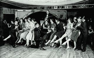 Χορεύοντας τσάρλεστον μέχρι τελικής πτώσεως: οι χορευτικοί μαραθώνιοι ήταν ένα από τα πολλά τρεντ της δεκαετίας του 1920. © Bettmann/ Getty Images/ Ideal Image
