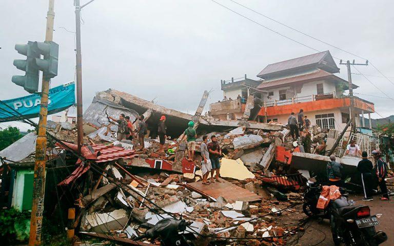 Ινδονησία: Ισχυρός σεισμός με δεκάδες νεκρούς και τραυματίες