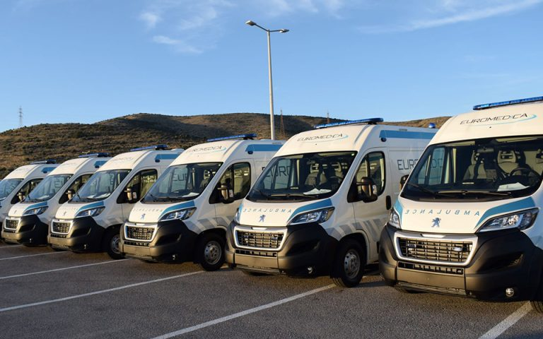 6 ασθενοφόρα Peugeot Boxer για την Euromedica