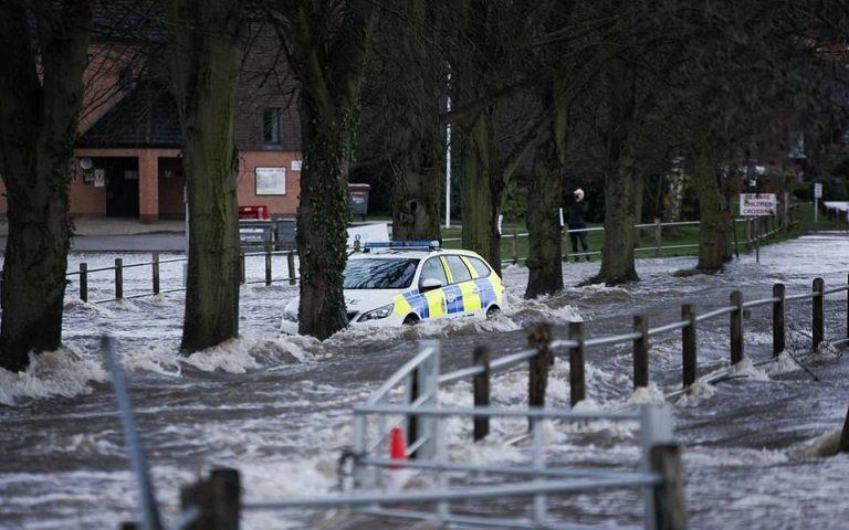 Πλημμύρες απειλούν εμβόλια Covid-19 στην Ουαλία